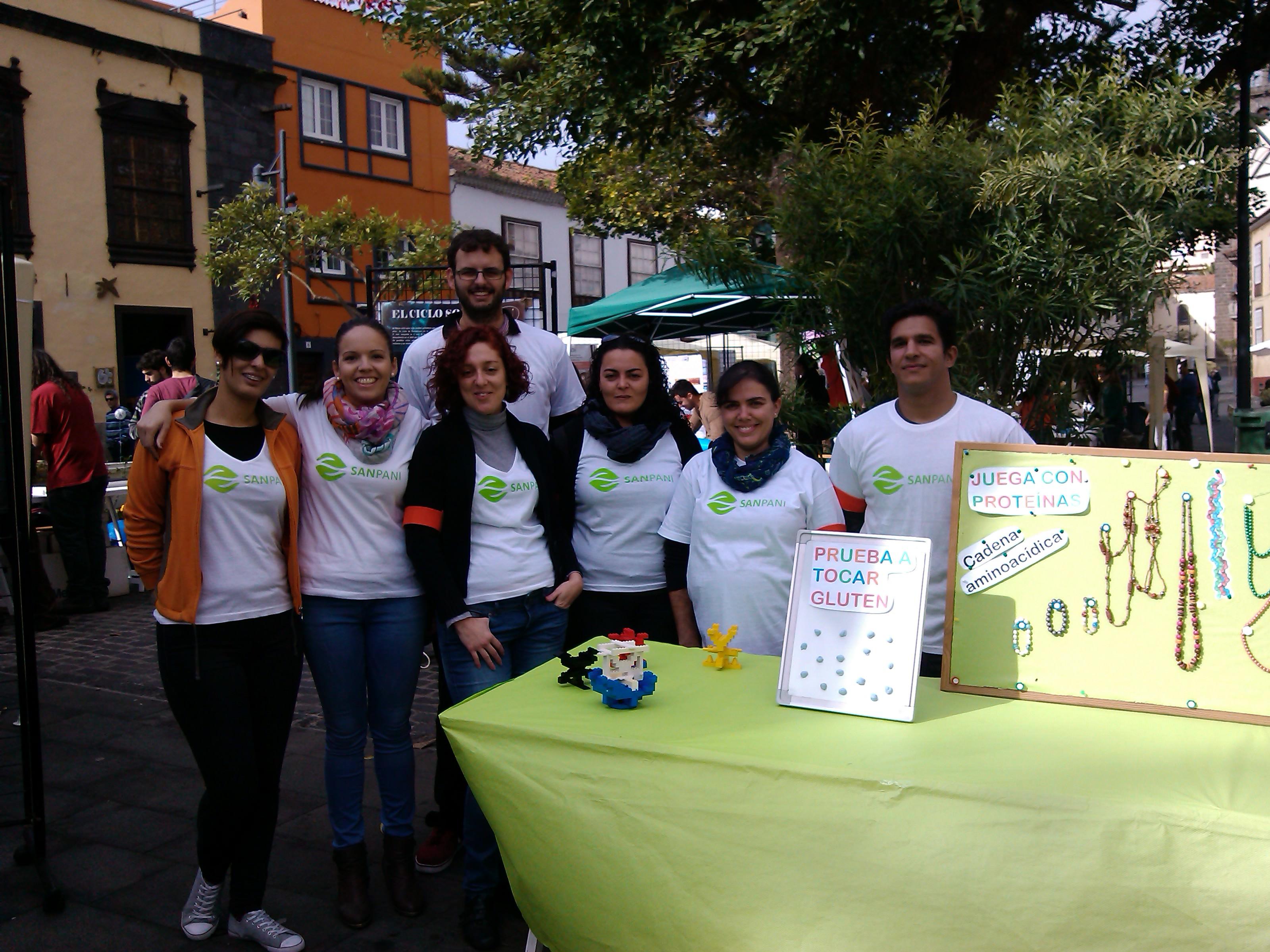 El Equipo: (de izda a dcha) Haridian, Gabriela, Dácil , Nessa, Sandra, Natán y Adrián (detrás)